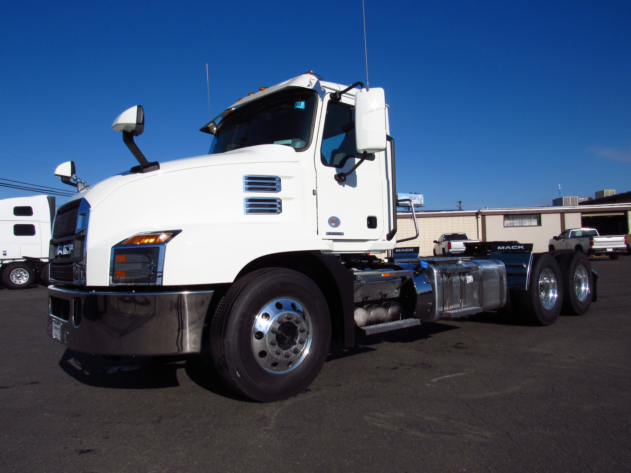 2020 MACK AN64T-DAY image